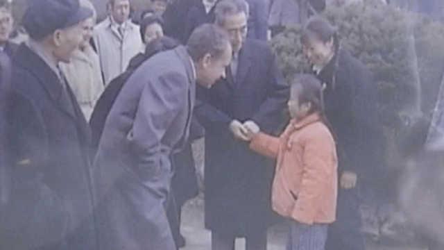 46年前与周总理握手的小女孩找到了