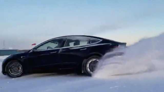 特斯拉Model 3雪地漂移测试,skr~