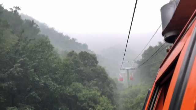 台生爬长城体验:云雾缭绕似张家界