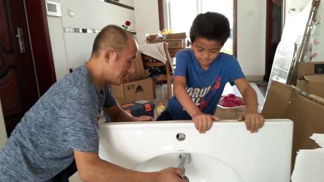 12岁孝子半个暑假陪父打工:心疼他