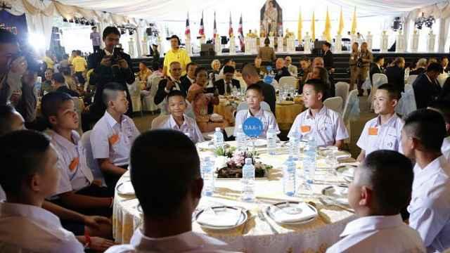 泰总理宴请救援人员,被困少年参展