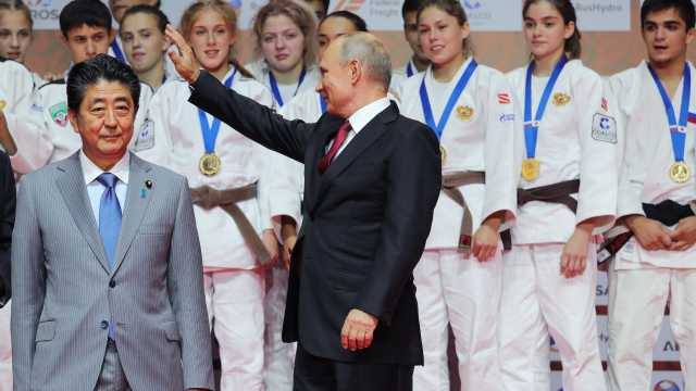 普京邀请安倍看柔道比赛,俄胜日本