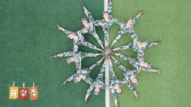 舞蹈系美女军训,集体花式秀一字马