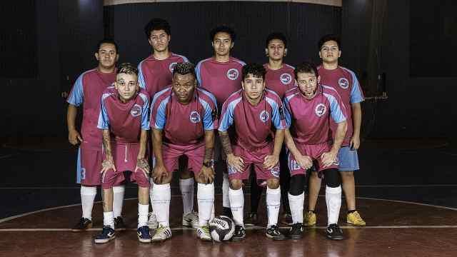 首支变性人球队:足球让暴力远离