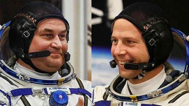 俄逃生宇航员露面:未受伤,神态自若