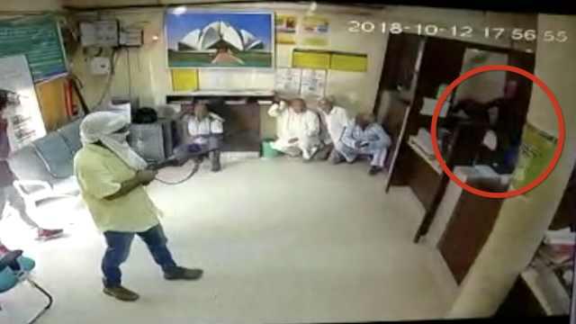 6男子抢银行,夺保安枪支打死职员