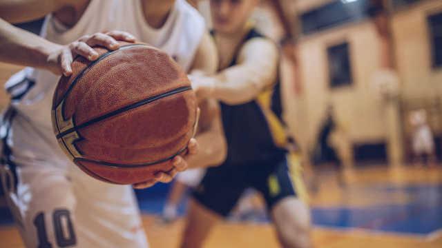 奇葩职工篮球赛:职称高得分翻倍 2010中超