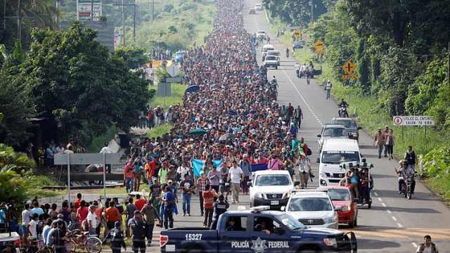 移民大军抵墨边境,川普:修改移民法