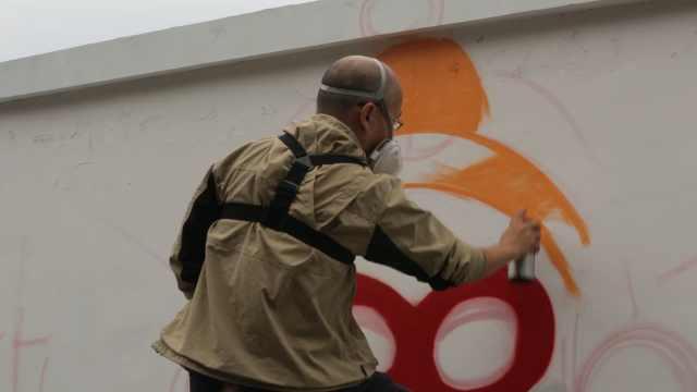 恐高的他,画了6层高的艺术涂鸦!