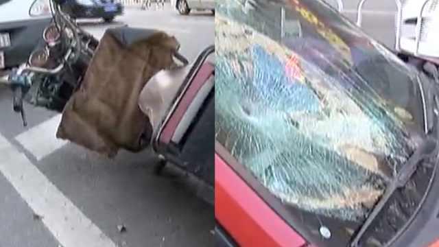 他骑车被出租撞飞,爬起先问:我车呢