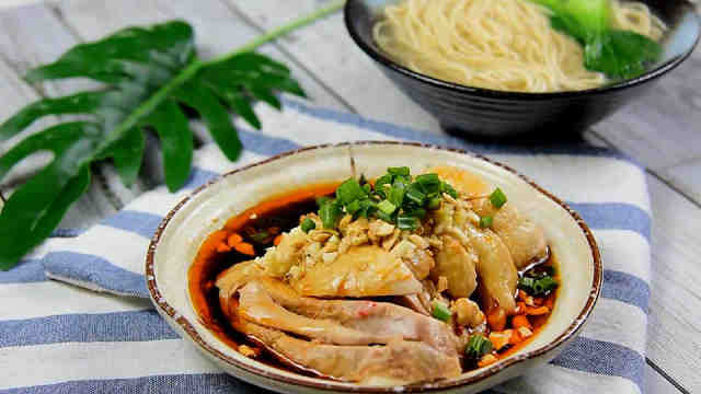 集麻辣鲜香嫩爽于一身的的口水鸡