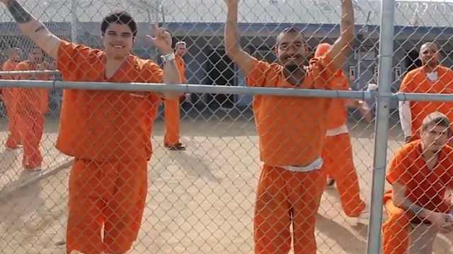 被判无期的犯人在监狱里做什么?