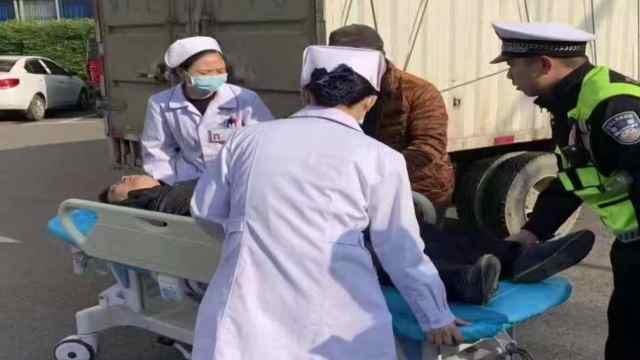 争分夺秒,交警救助高血压突发患者