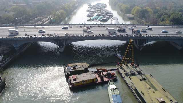杭州运河运沙船沉没,海事封道急救