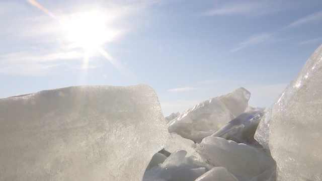 中俄界湖冻出