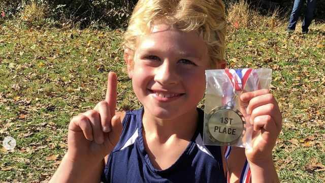 跑步对抗白血病!8岁患儿完赛全马