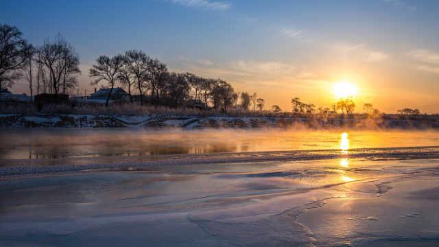 冬天池塘表面的水为什么会先结冰?