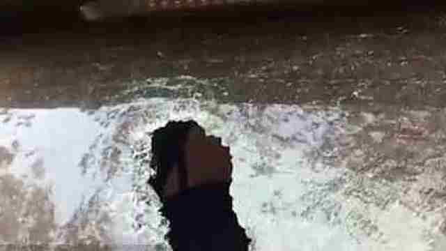 猛犸视频丨男子手持钝器狂砸五辆车