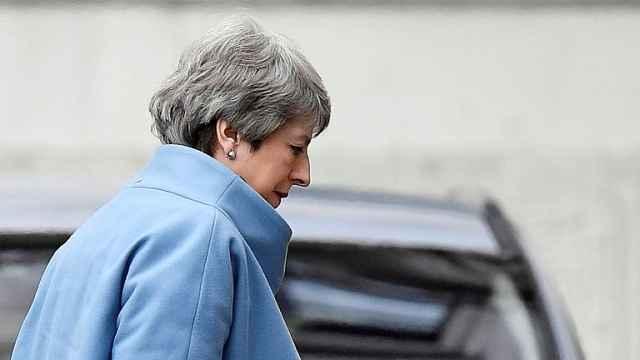 特蕾莎·梅:为脱欧而战的囚徒首相