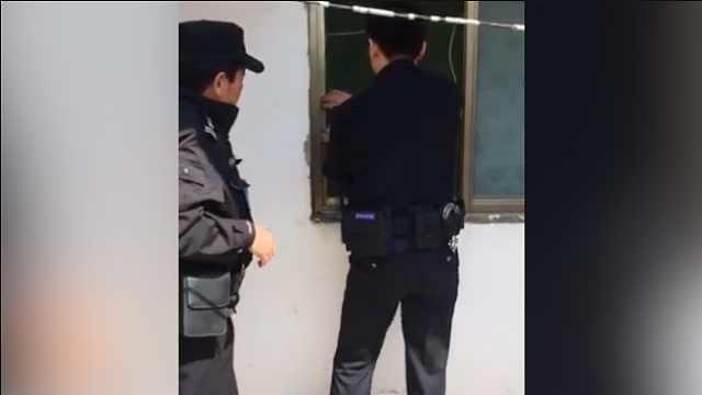 二岁男童被反锁家中,民警带伤救出