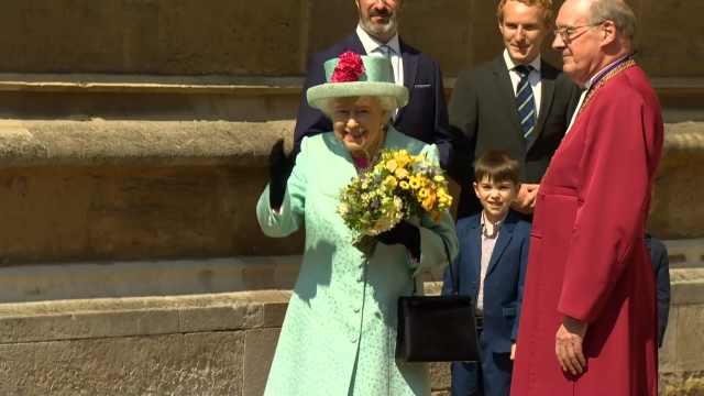 英国女王93岁生日,民众大排长龙