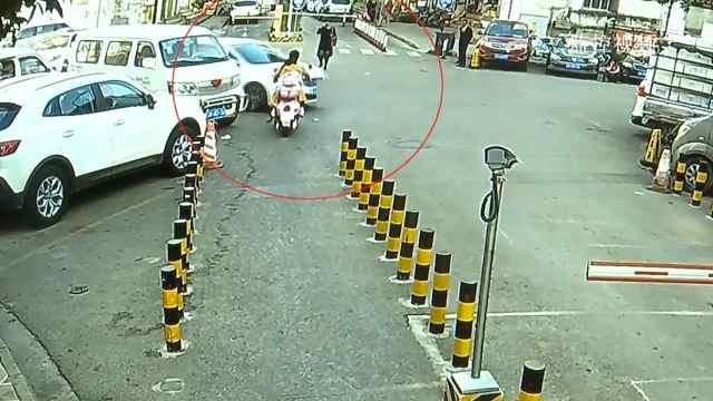 两车险相撞,轿车司机扬长而去