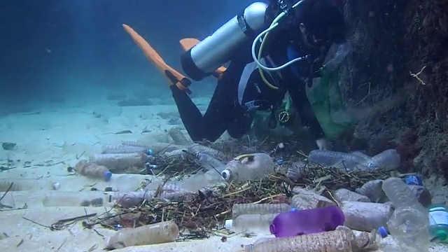 人类深潜记录打破!但海底发现塑料