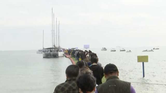 306名逝者集体海葬,家属不舍放手
