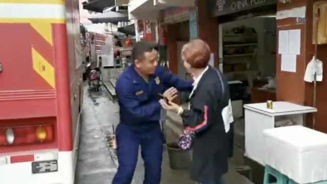 消防震区买早餐,老板娘3次拒收钱