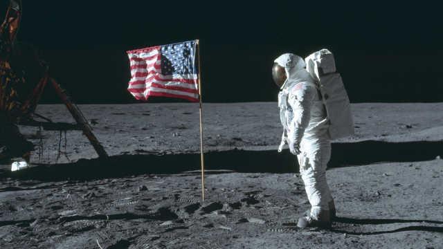 人类登月录像拍卖!182万美元成交