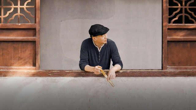 拙政园里的中国画画家