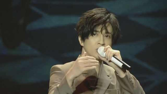 薛之谦现场演唱新歌《木偶人》!