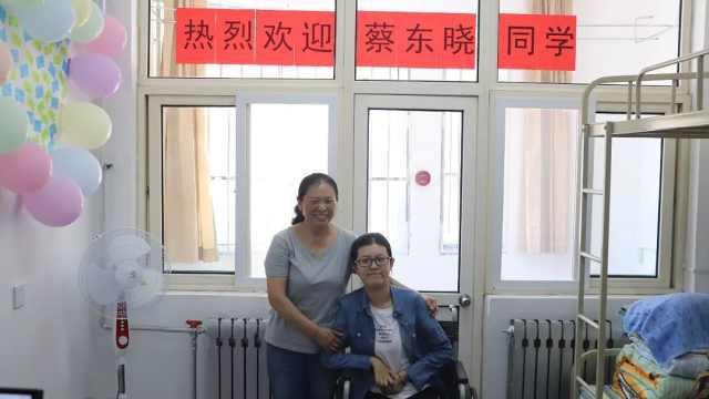 """今天,""""轮椅女孩""""来青大报到了"""