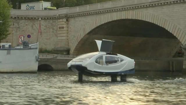 巴黎测试新型环保水上出租车