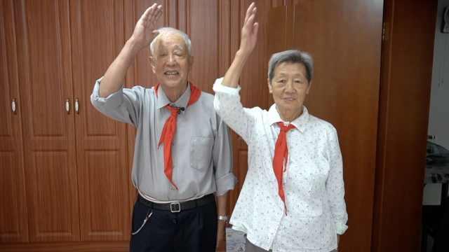 第一届少先队员!8旬老人再戴红领巾