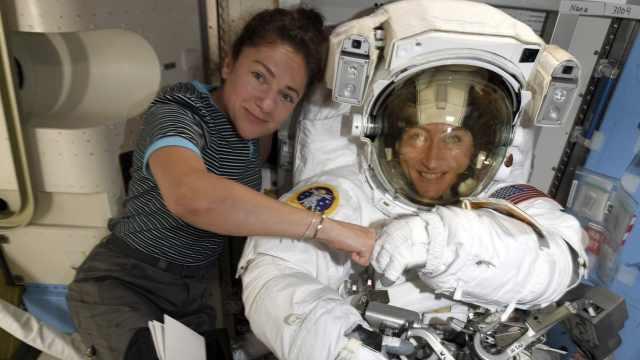 直播:史上首次!全女性出舱太空行走