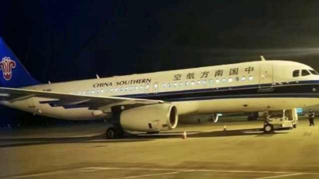 南航客机落地出故障,乘客:有烧焦味