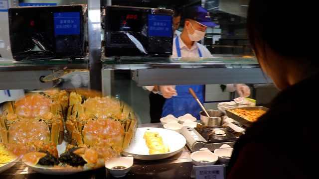 学校食堂大闸蟹每只8元,半小时售空