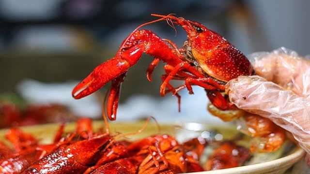 小龙虾脑子里的虾黄真的能吃吗?