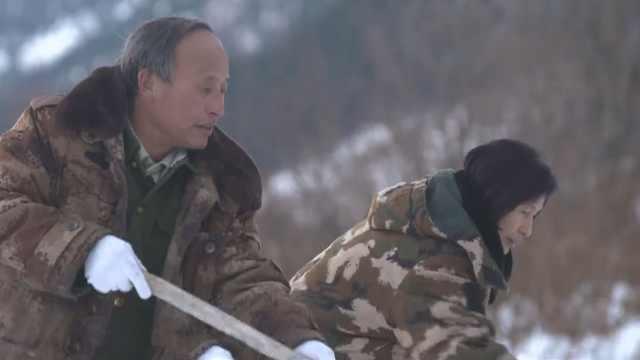 他和妻子一起在天山为战友守墓34年