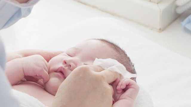 冬季干燥宝宝流鼻血了怎么办?