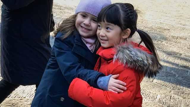 反歧视!意大利发起拥抱中国人活动