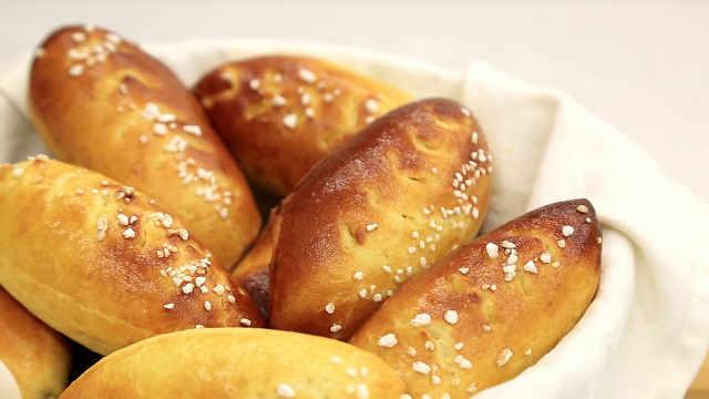 牛奶小面包 : 气温升高了,该学烤面包啦