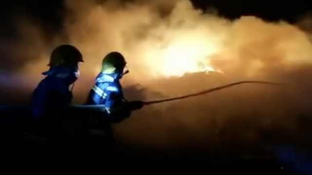直击凉山州森林火灾现场:漫天浓烟,885名消防人员逆行火场
