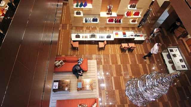 贝恩报告预计:全球奢侈品全年损失700亿欧元