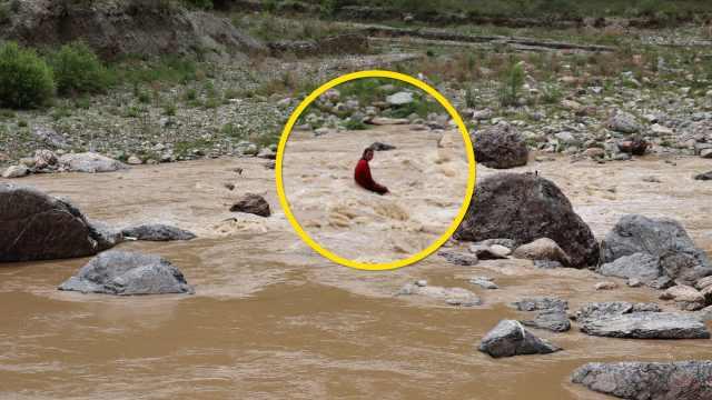 12岁女孩放学途中跌入急流被卷20米,抱住石头获救