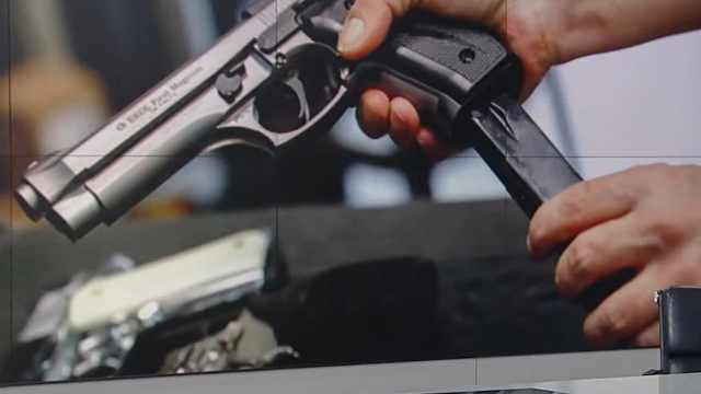 美国出现买枪潮,许多顾客系首次购买,但练枪场所仍在关闭