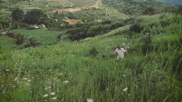 当代追日:71岁贫穷农夫见证11次日食,要在山里修天文台
