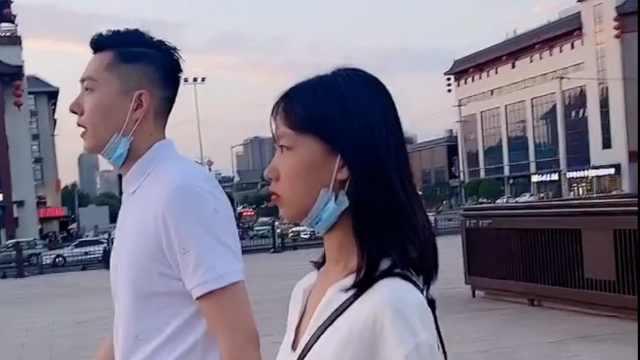 冻龄爸爸!年龄相差20岁父女合照似兄妹,拍短视频吸粉百万