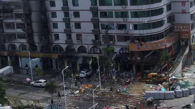 珠海一酒店附近发生爆炸,目击者拍到爆炸瞬间火光冲天